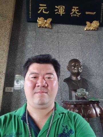 """กราบสักการะ และกราบขอพรท่านอาเซียนสง่า กุลกอบเกียรติ แห่งอเนกกุศลศาลา หรือ วิหารเซียน จังหวัดชลบุรี ที่ """"พระมหาธาตุเจดีย์พระจอมชาตรีไทยจีนเฉลิม"""" บนชั้น 3 ภายในสมาคมเผยแผ่คุณธรรม """"เต็กก่า"""" จีจินเกาะ"""
