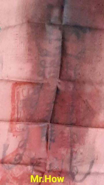 ผ้ายันต์ลุยไฟโค้วโต่วฮู้ ผืนสีชมพู ยุคต้น หรือยุคดั้งเดิม ขององค์อากงท่านเทพเจ้ากวนอู ศาลเจ้าพ่อกวนอู บริเวณชุมชนชาวตลาดสมเด็จเจ้าพระยา คลองสาน